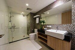 Studio Executive Bathroom