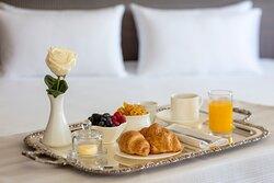 Anantara_Villa_Padierna_Palace_Benahavis_Marbella_Resort_Guest_Room_Suite_Room_Breakfast_Detail
