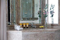 Anantara_Villa_Padierna_Resort_Guest_Room_Deluxe_Room_Bathroom_Amenities