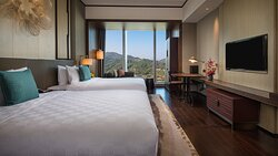 HUALUXE Hill View Room