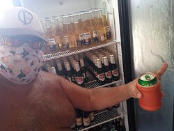 Vários freezers com cervejas de primeira linha em estado de canela de pedreiro à nossa disposição !!!