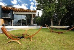 Poolhaus mit Garten und Liegebereich
