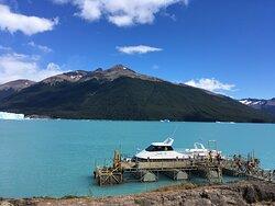 Muelle, listos para la navegación por la cara norte del Glaciar.