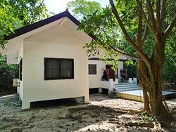 บ้านพักมีจำนวนไม่มากหลังนัก ค่อนข้างจองยาก แต่ข้าพเจ้าใช้บริการทัวร์ของซาบิน่า เค้าดำเนินการจองให้ได้ ครับ