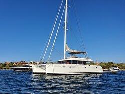 Catamaran, Lagoon 560, spacieux et confortable pour excursions, séjours et événements privés.