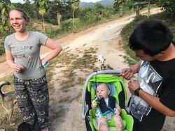 Happy Family Burm, Amily 和他们当时几个月大的儿子