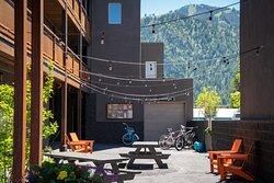 Hotel Ketchum Courtyard