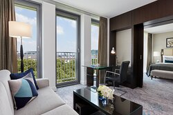 Executive Suite with a living space offering views of Düsseldorf.