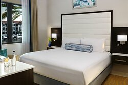 One Bedroom Suite Marina View  - Master Bedroom