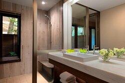 King Cottage Guest Room - Bathroom