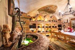 Weinkeller für Romantikdinner und Weinverkostungen