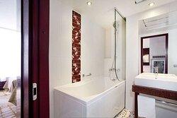 Business Guest Room Bath