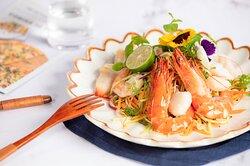 Creative Vietnamese food - 3 Spoons seafood mango salad