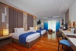 2 Beds Deluxe Pool View Room