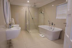 The View Deluxe suite with spa bath