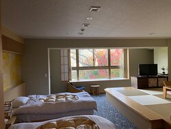 Large room with Beds & Brand-new tatami mats and Great View!