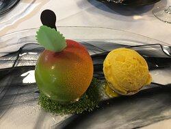 Der gefälschte Apfel mit Melone und Grand Marnier Mousse, Apfel, Zitrone, Minze Kompott