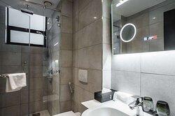 room superior twin bathroom