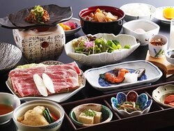 和朝食 地元食材を使用し、朝からボリューム満点でご用意 Japanese breakfast set