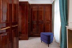 Carlton Suite - Wardrobe