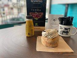 SaintNut Cafe e caramelo