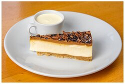 Chesecake and cream: the perfect end to a meal... or a tasty afternoon treat!