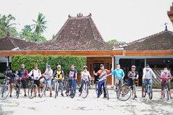 Pastikan anda bersama Joglo Menoreh, untuk apapun acara dan aktivitas selama berada di Yogyakarta.