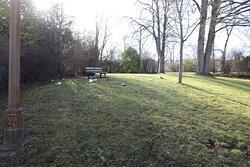 C'est un parc dont l'entrée est gratuite, on peut bien entendu se promener, car il y a des arbres et des bancs.