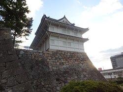もともとはあの伏見城松の丸の東櫓を移築したものであり、伏見城の遺構として貴重なものですが、熊本城の宇土櫓とともに現存する最古の櫓でもあり、まさに日本を代表する櫓でもあります。