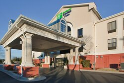 Welcome to the Holiday Inn Express and Suites - Laurinburg!