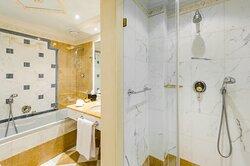 Bathroom Belvedere Suite Lake View
