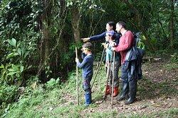 Disfruta con tu familia en las caminatas privadas que ofrecemos en la misma reserva de Huasquila