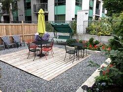 Barefoot Hostel Backyard