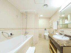 Deluxe_Twin, Bathroom