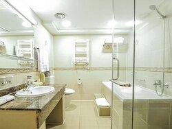Deluxe King, Bathroom