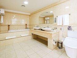 KIULN Presidential Suite, Bathroom