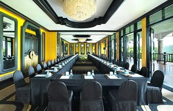 Summit Suite - Meeting Room