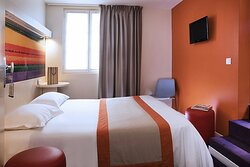 695719 Guest Room