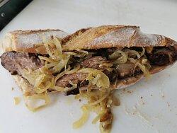 Sandwich magret de canard oignons confits