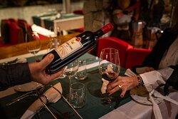 Tisch  mit Wein
