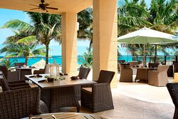 Al fresco dining is a must-do at our oceanfront resort. Enjoy the ocean breeze while dining on the patio at our Palm Beach restaurant, open for breakfast, lunch and dinner.