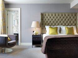 Deluxe Room - Queen Bed