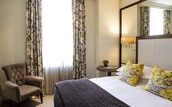 Classic Room - Queen Bed