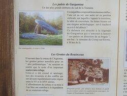 Dolmen Les Palets de Gargantua. Vue 6. Panneau d'Informations Sur Le Bourg. Charnizay 37290.
