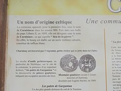 Dolmen Les Palets de Gargantua. Vue 5. Panneau d'Informations Sur Le Bourg. Charnizay 37290.
