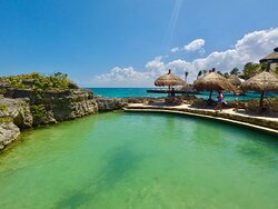 Xcaret natural pools by the beach side are the perfect to be with your kids or taking a nice suntan