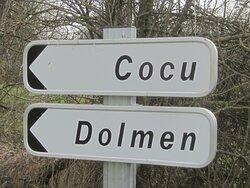 Dolmen de La Pierre Couverte de Bué. Vue 45. Tour des Mégalithes, en Randonnées. Bagneux et Dun Le Poëlier. 36210.