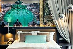 Unforgettable night experience dreaming of Opera Garnier