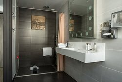 Relax in our luxurious SPA-inspired bathroom