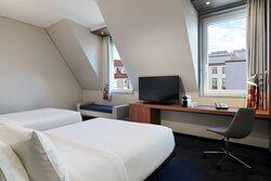 Twin/Twin Urban Guest Room